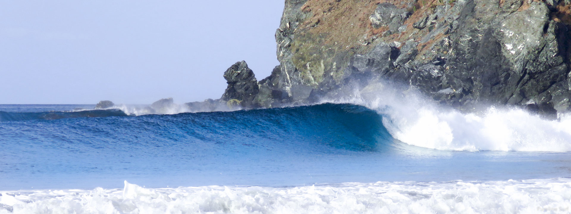 Peeling right-hand point break in Central America, one of Pureline Surf's destinations.